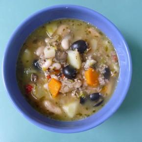 Weiße Bohnensuppe mit Oliven