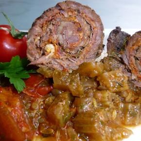 Rouladen mit Tomaten, Basilikum und Pinienkernen